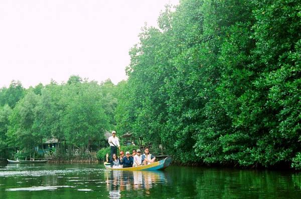 Đi thuyền trong rừng quốc gia Nam Cát Tiên