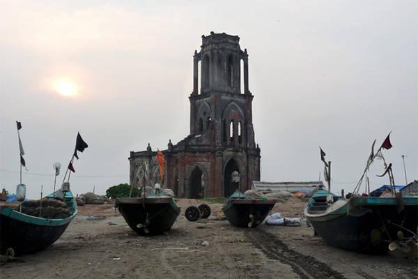 Nhà thờ đổ ven biển Hải Lý - Hải Hậu