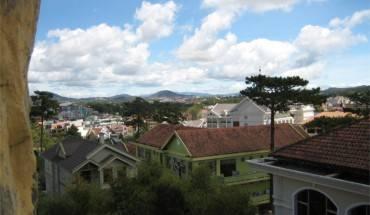 Phong cảnh Đà Lạt nhìn từ Ngôi nhà điên
