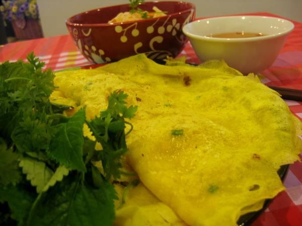 Đĩa bánh xèo đặc trưng của miền biển Long Hải