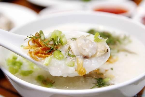 Món cháo hàu Long Sơn nức tiếng gần xa