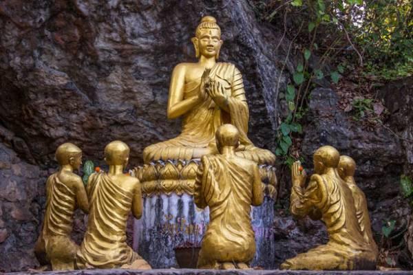 Những bức tượng Phật của đền Wat Chomsi