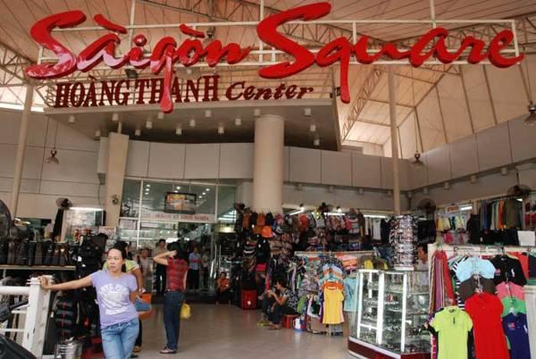 Sài Gòn Square hay đường Nguyễn Trãi quận 5, là những địa chỉ mua sắm quần áo quen thuộc của người dân thành phố.