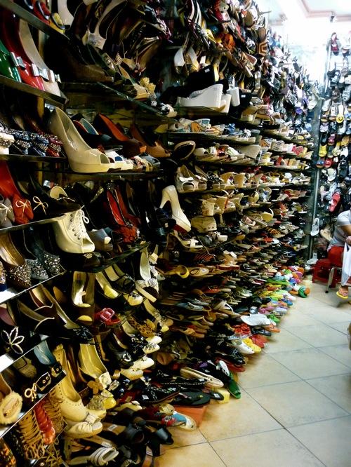 """Đường Lý Chính Thắng quận 3 - địa chỉ """"ruột"""" dành cho việc mua sắm giày dép."""