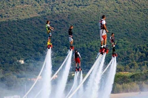 """Những """"siêu anh hùng"""" đã xuất hiện trên vùng vịnh Nha Trang xinh đẹp. Ảnh: Yesgo."""