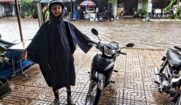 Evie đã sẵn sàng để lao ra ngoài cơn mưa!