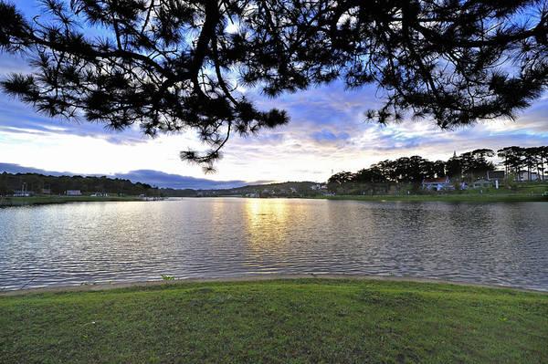 Du lich Da Lat - Vẻ đẹp kỳ ảo của Hồ Xuân Hương trong ánh chiều tà