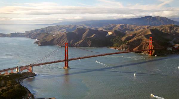 Ngắm nhìn cầu Cổng Vàng từ trên cao.