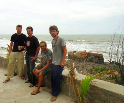 Nhóm bạn cùng đồng hành trong chuyến du lịch Vũng Tàu với tôi.