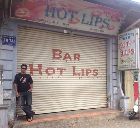 Quán bar nơi chúng tôi ghé đến vào buổi tối.