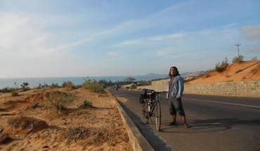 """Chân dung tác giả chuyến hành trình xuyên Việt siêu """"tiết kiệm"""" bằng xe đạp."""