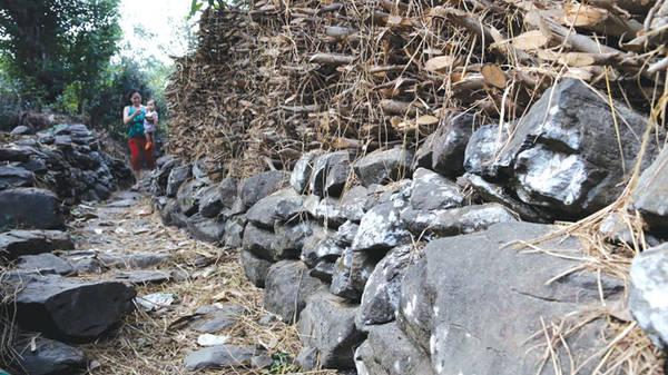 Du lịch Phú Yên - Những con đường đá tuyệt đẹp ở làng Phú Hạnh