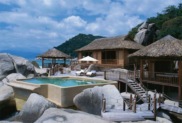 Six Senses Nha Trang tọa lạc trên Vịnh Ninh Vân xinh đẹp.