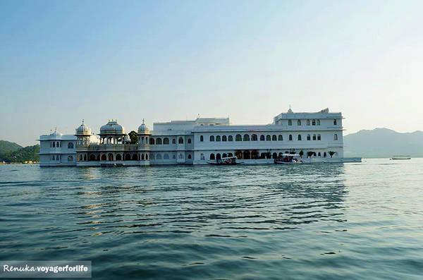 Khách sạn Taj Lake Palace