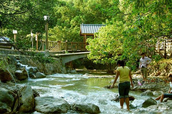 Du lịch Đài Bắc - Vùng ngoại ô phía bắc, Beitou là nơi tập trung nhiều suối nước nóng và các khu du lịch nghỉ dưỡng tuyệt vời nhất.