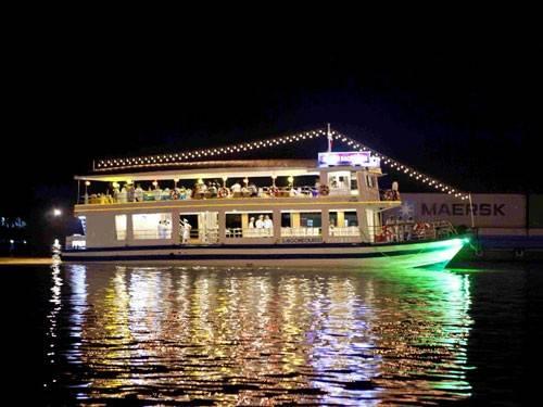Du lich Sai Gon - Buffet trên tàu ở Sài Gòn