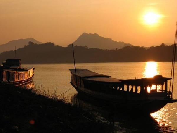 Hoàng hôn trên dòng sông Mê Kông