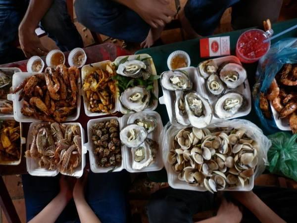 """Du lich Sai Gon - Bạn muốn thưởng thức các món hải sản ngon, rẻ vậy chần chờ gì mà không làm một chuyến đi Cần Giờ """"ngay và luôn"""" vào cuối tuần này."""