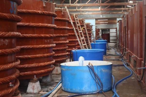 Bên trong xưởng sản xuất nước mắm