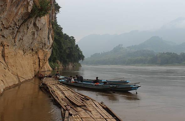 Ngồi thuyền khám phá vẻ đẹp của dòng sông Mê Kông