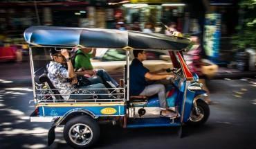 Xe tuk tuk là một phương tiện rất được khách du lịch yêu thích (Ảnh: Supergoodprice)
