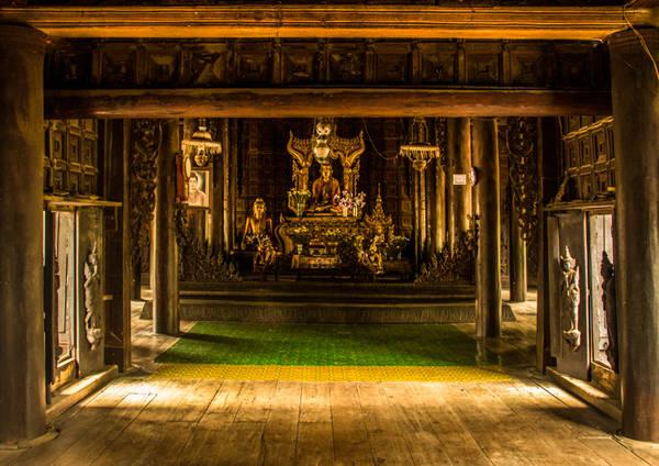 Bên trong của tu viện Shwenandaw
