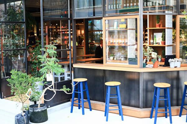 Đi du lịch cùng một thanh niên lập dị, bạn có thể sẽ được trải nghiệm những điều hiếm ai biết đến, như biết đến quán cà phê dễ thương như thế này!