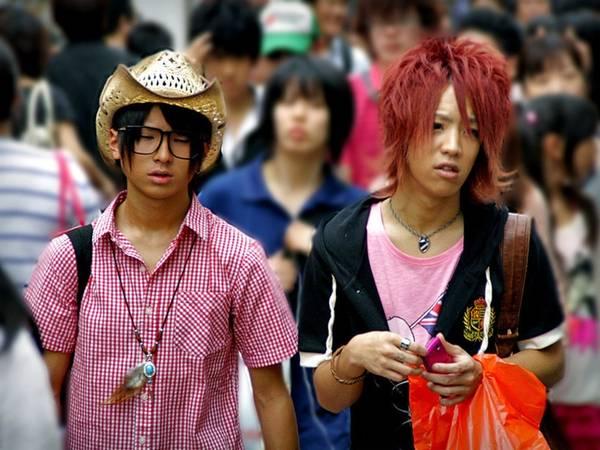 """Du lich Tokyo - Các chàng trai Nhật Bản rất """"kết"""" để tóc dài"""