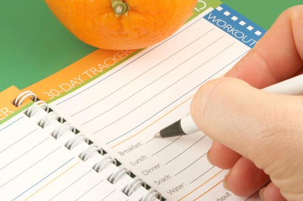 Ghi chép nhật ký  hành trình cũng là cách để giúp bạn kiểm soát chi tiêu.