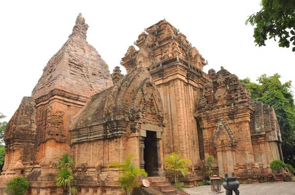 Du lich Nha Trang - Toàn cảnh di tích lịch sử Tháp Bà Ponagar.