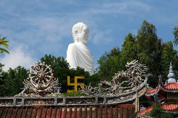Du lich Nha Trang - Bức tượng Kim Thân Phật Tổ Chùa Long Sơn, Nha Trang.