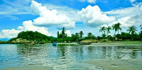 Du lich Nha Trang - Vịnh Vân Phong hùng vĩ khi nhìn từ xa.
