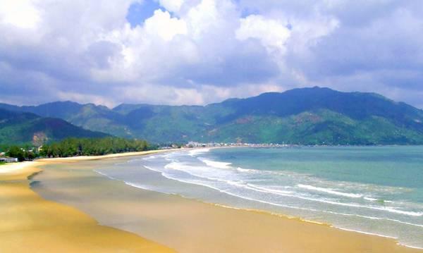 Du lich Nha Trang - Nắng vàng, cát trắng và biển xanh - một bức tranh thiên nhiên thơ mộng của bãi biển Đại Lãnh.