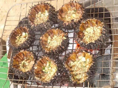 Du lich Binh Đinh - Nhum nướng mỡ hành đầy hấp dẫn.