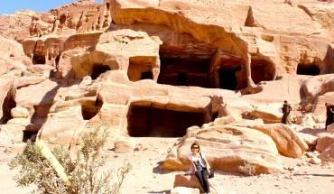 Du lich Jordan - Cổng vào một ngôi nhà đá