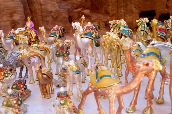 Du lich Jordan - những chú lạc đà bằng kim loại