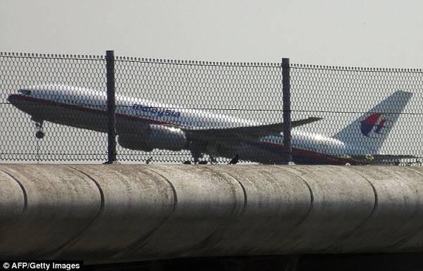 du-khach-khong-quay-lung-voi-malaysia-airlines-sau-tham-kich-mh17-1-ivivu