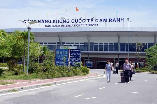 Sân bay Cam Ranh.