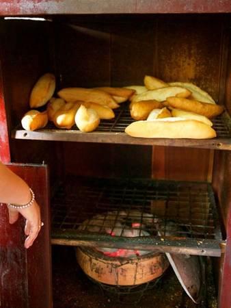 du lịch Hội An - Bánh mì Phượng Hội An