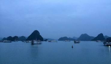 Sáng sớm ở vịnh Hạ Long