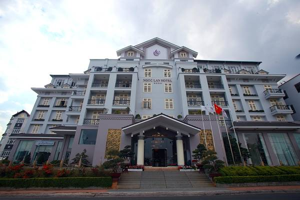 Du lịch Đà Lạt - Phía trước của khách sạn Ngọc Lan Đà Lạt.