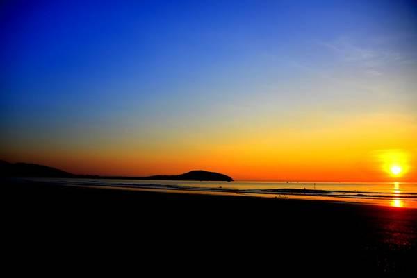 Thức dậy sớm để đón bình minh trên bãi biển riêng của khu nghỉ mát Pandanus.