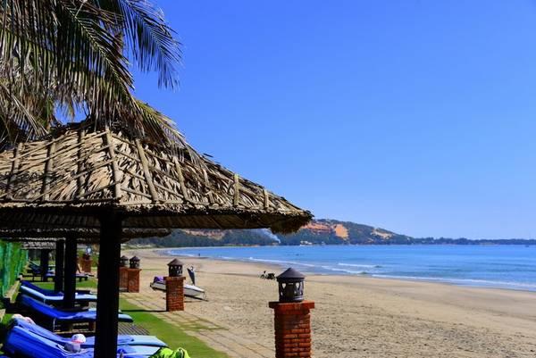 Bãi biển xinh đẹp tại Khu nghỉ dưỡng Pandanus, Mũi Né