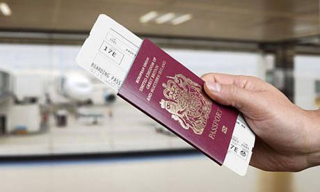احذر وضع الهوية أو الجواز داخل الأمتعة - احذر هذه الاشياء داخل المطار