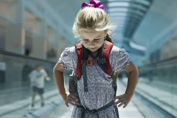 Đừng để trẻ mang theo quá nhiều vật dụng không cần thiết