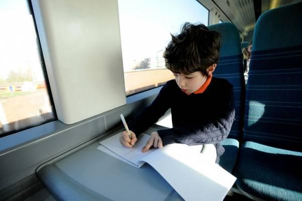 Khuyến khích trẻ ghi lại hành trình du lịch