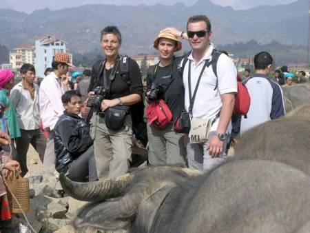 Du lịch Việt Nam - Du khách thích thú trải nghiệm vẻ đẹp của đất nước Việt Nam