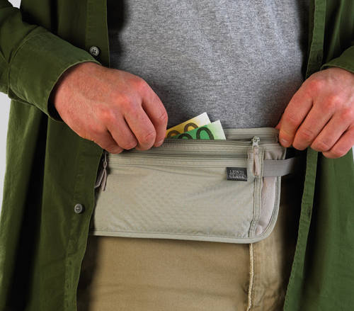 """Sử dụng túi đựng tiền """"đặc biệt""""."""