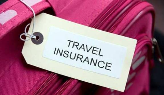 Mua bảo hiểm du lịch.