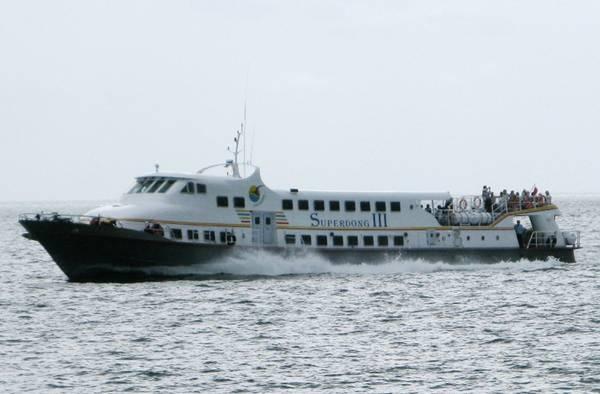 Tàu cao tốc Superdong III cập cảng Phú Quốc (Kiên Giang).